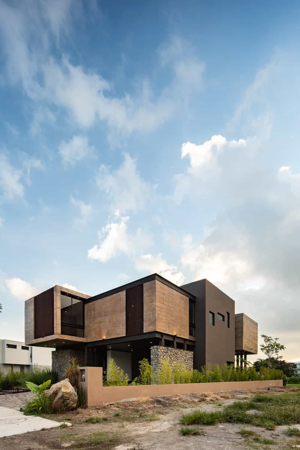 This angled side view of the house shows the long planter on the side wall lining the side of the house to complement the earthy tones.