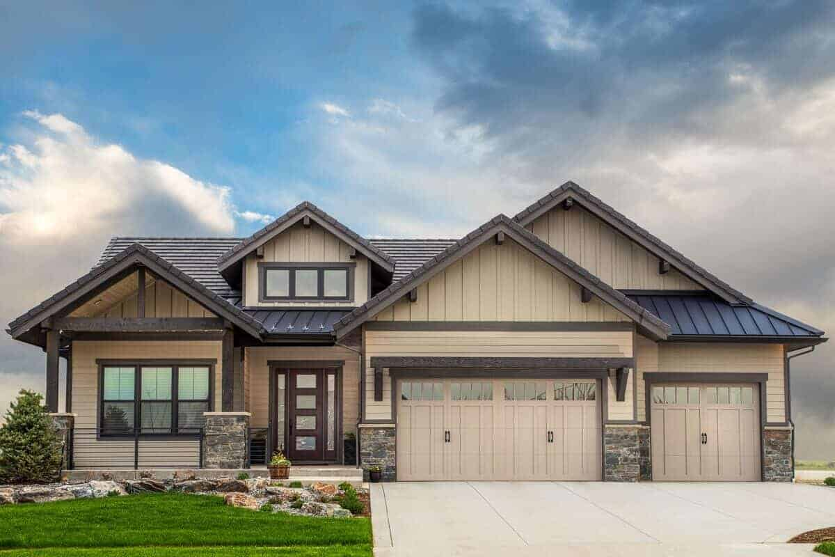 4-Bedroom Single-Story Mountain Craftsman Home with a Bar