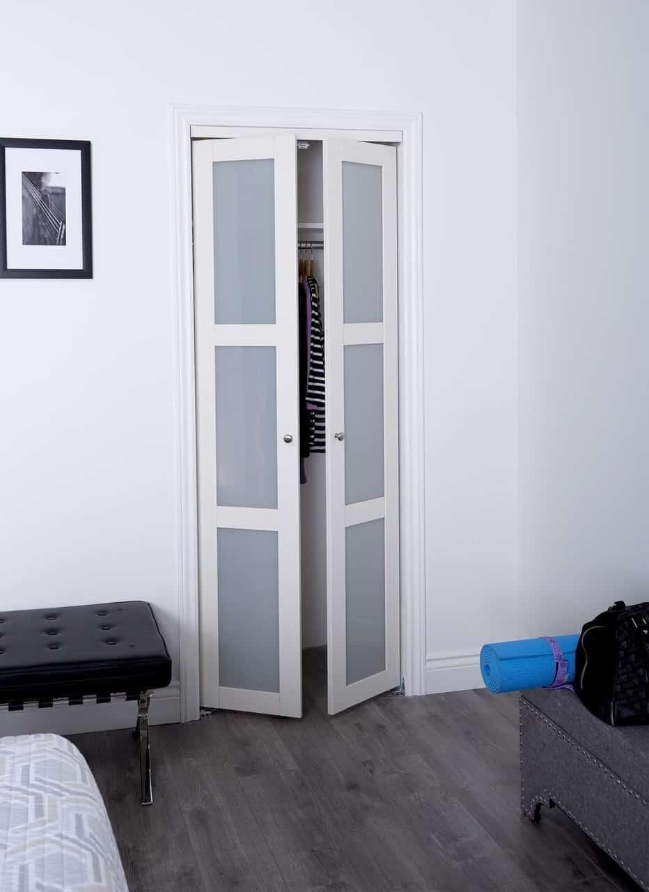 Pivot closet door by Renin.com