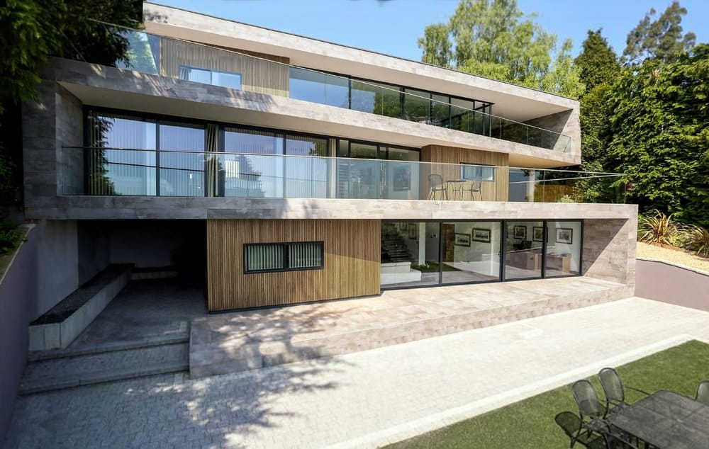 The house is a combination of concrete, glass walls and wooden panels that combine to create a unique aesthetic.