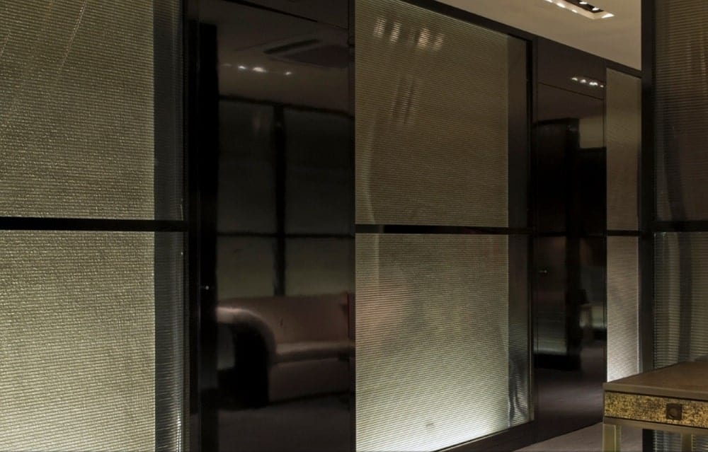 The opaque glass partitions of the store are also lined with reflective black panels that bring accent.