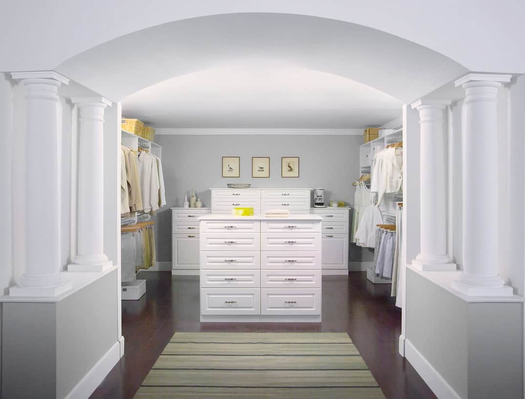 custom closet design by EasyClosets