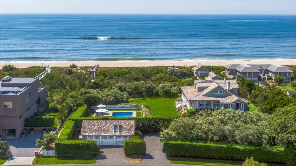 This aerial view of the house showcases its distance from the swimming pool as well as the lush garden that leads to the beach. Image courtesy of Toptenrealestatedeals.com.