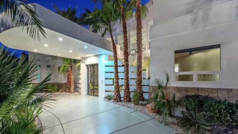 This is the main entrance of the house with a unique free-floating cover that has recessed lights to illuminate the entrance. These are then complemented by the tropical landscaping lining the walls. Image courtesy of Toptenrealestatedeals.com.