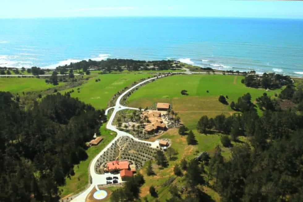 This is an aerial view of the property that showcases the vineyard, the structures and the proximity of the property to the ocean. Image courtesy of Toptenrealestatedeals.com.