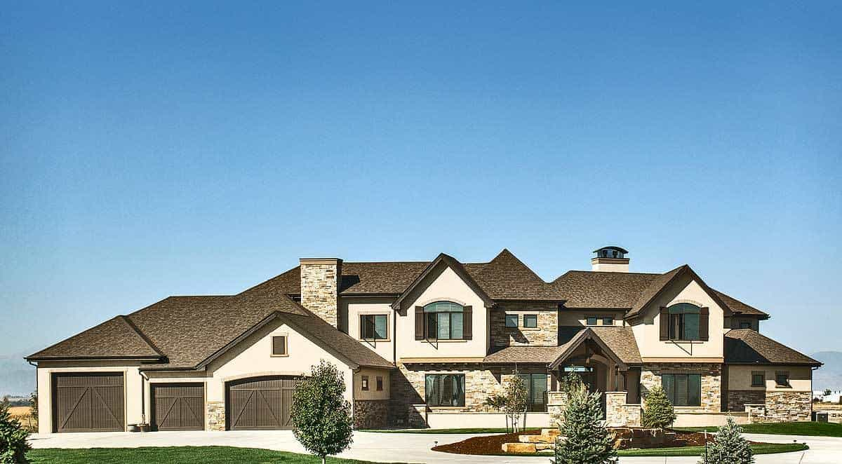 Two-Story 5-Bedroom Mountain Home with a Bar