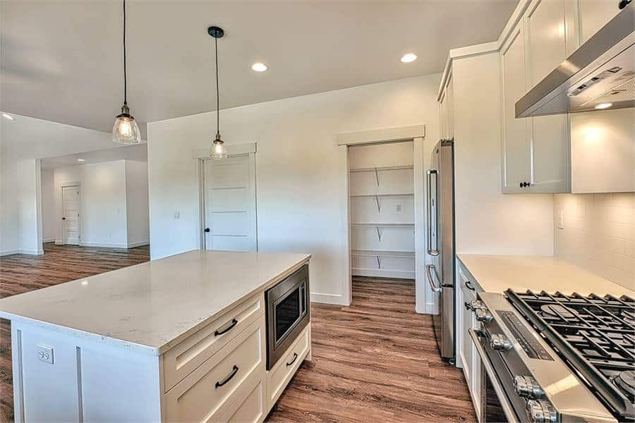 The center island is fitted with white drawers and an oven.