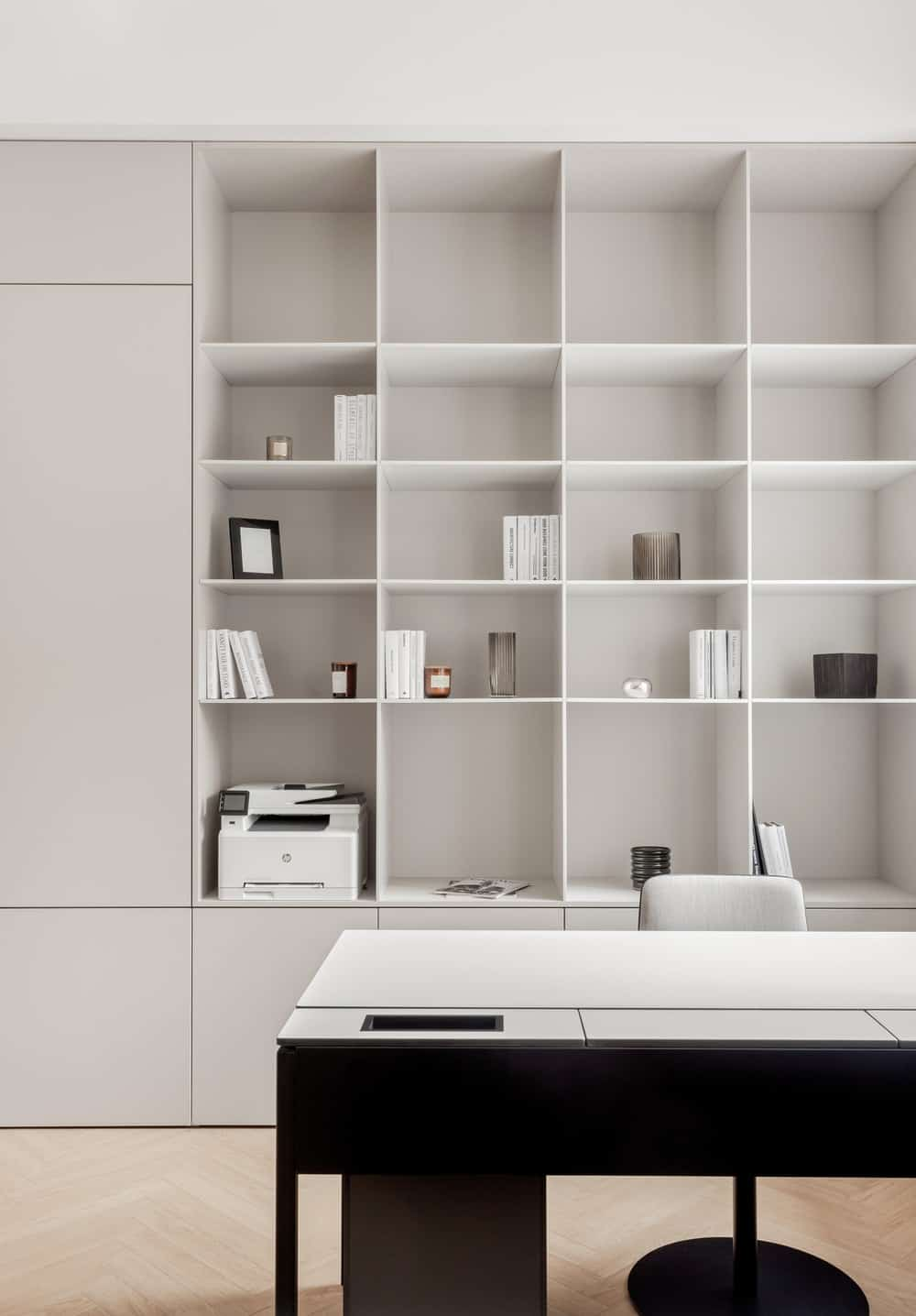 This is a closer look at the large dark desk and its built-in shelves behind that has a large space enough for office essentials.