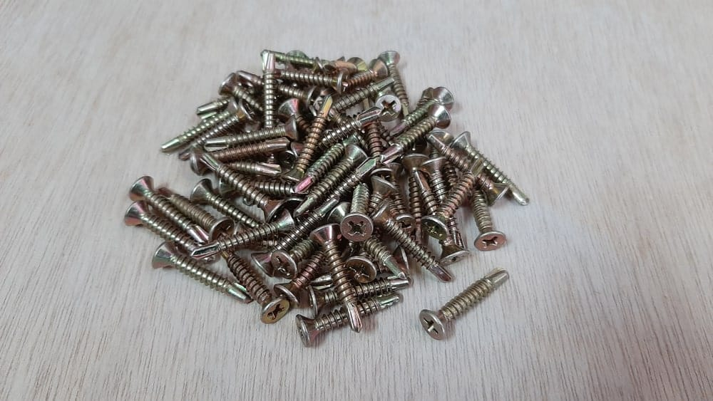 This is a pile of metal screws with a capability of drilling through metal.