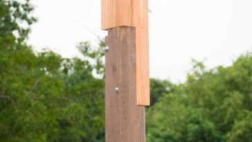 A close look at a wooden pole with a rabbet joint.