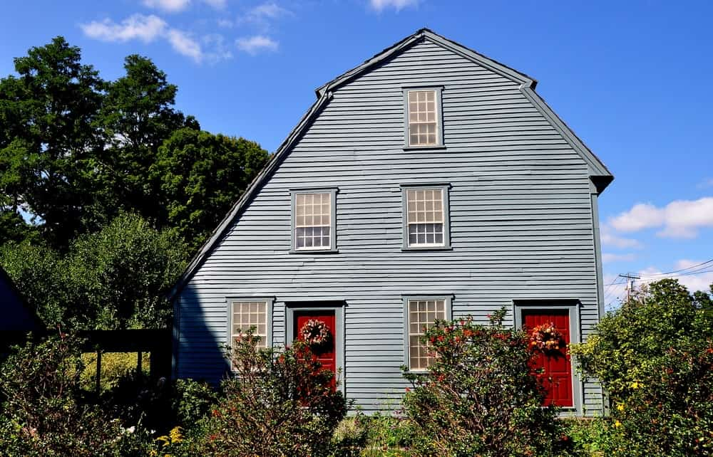 A 1750 home that has a saltbox roof.