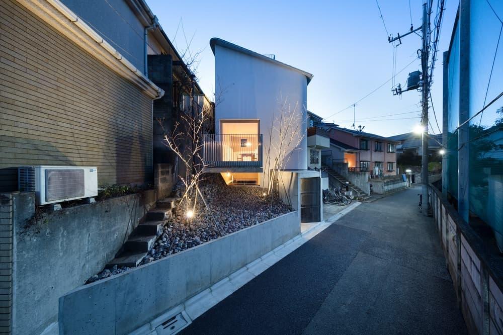 House in Zenpukuji by aoyagi design