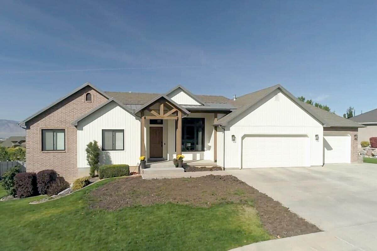 5-Bedroom Single-Story Mountain Ranch with Three-Car Garage