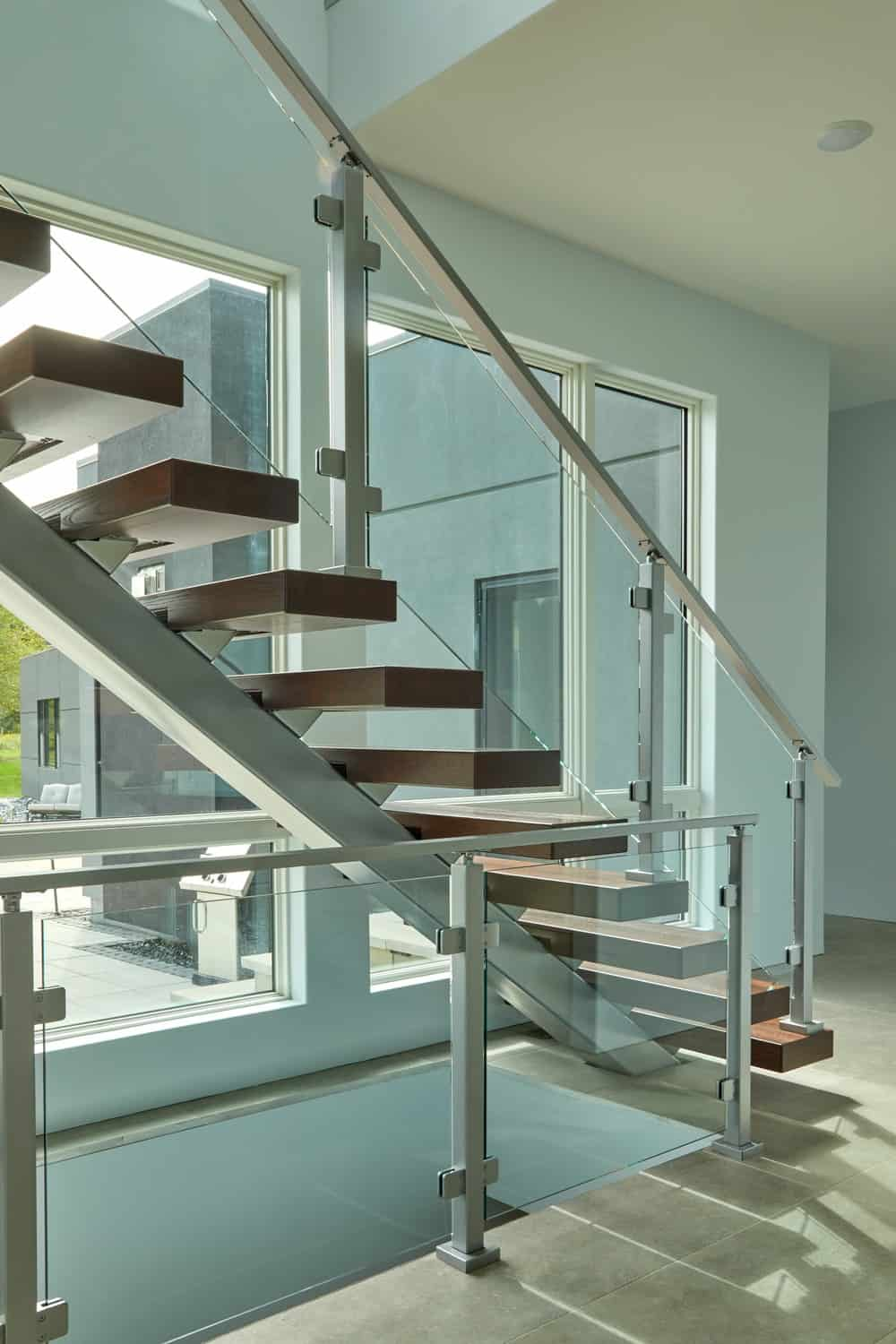 The glass walls on the side of the staircase also give it a clear view of the landscape outside.