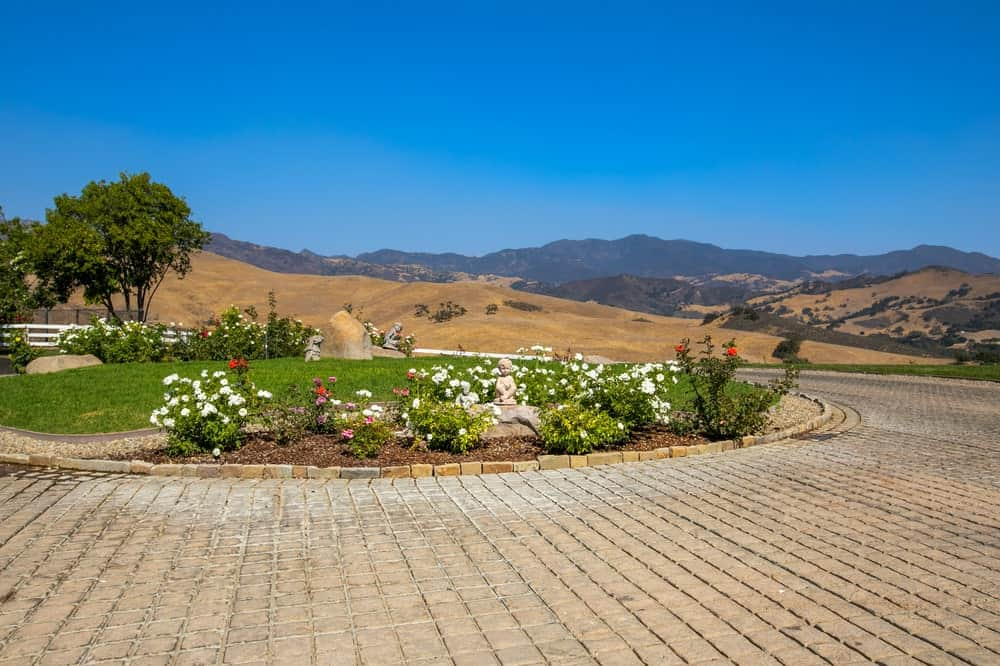 The front of the Founder's Building is adorned with a large circular garden filled with flowering shrubs and grass. Image courtesy of Toptenrealestatedeals.com.