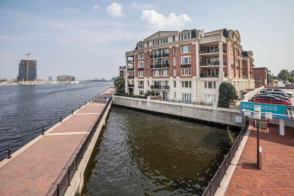 This is an exterior look at the penthouse that overlooks the water scenery with walkways. Image courtesy of Toptenrealestatedeals.com.