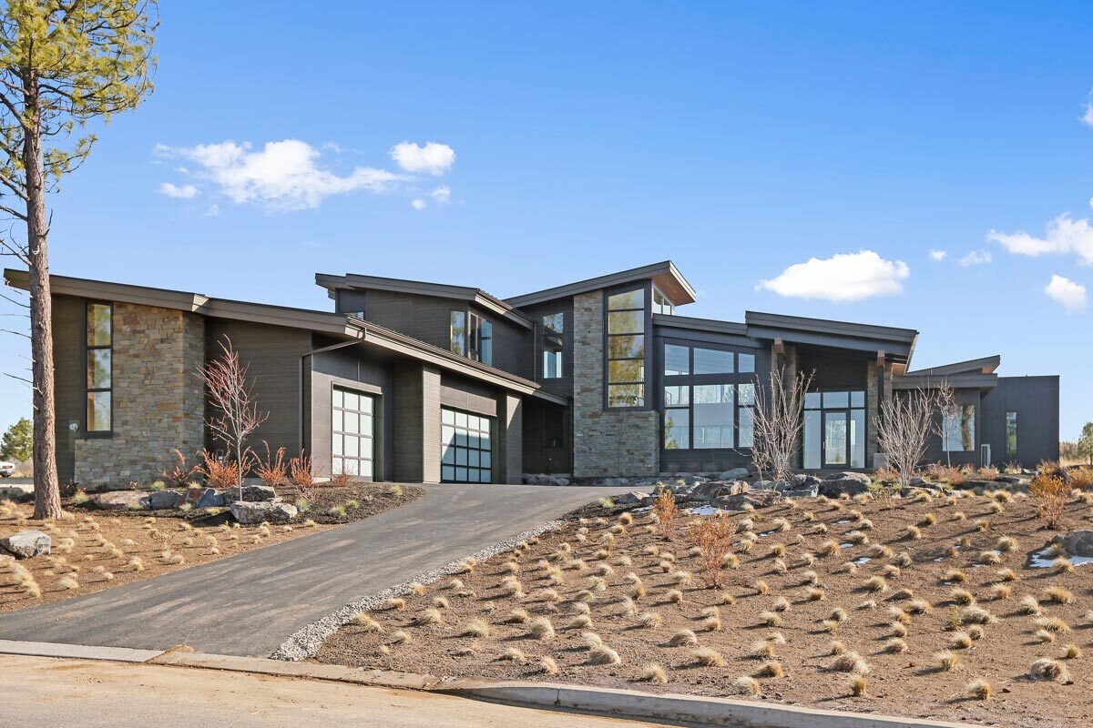 4-Bedroom Two-Story Mountain Contemporary Home with a Loft and Bonus Room