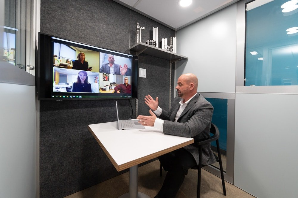 The interior of the office pod is also perfect for online meetings.