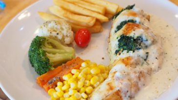 A serving of chicken cordon bleu.