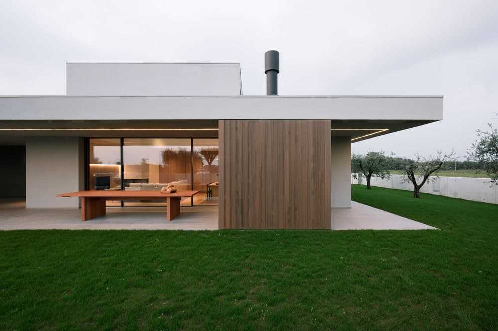 This is a side of the house with covered patio area fitted with an outdoor dining area.