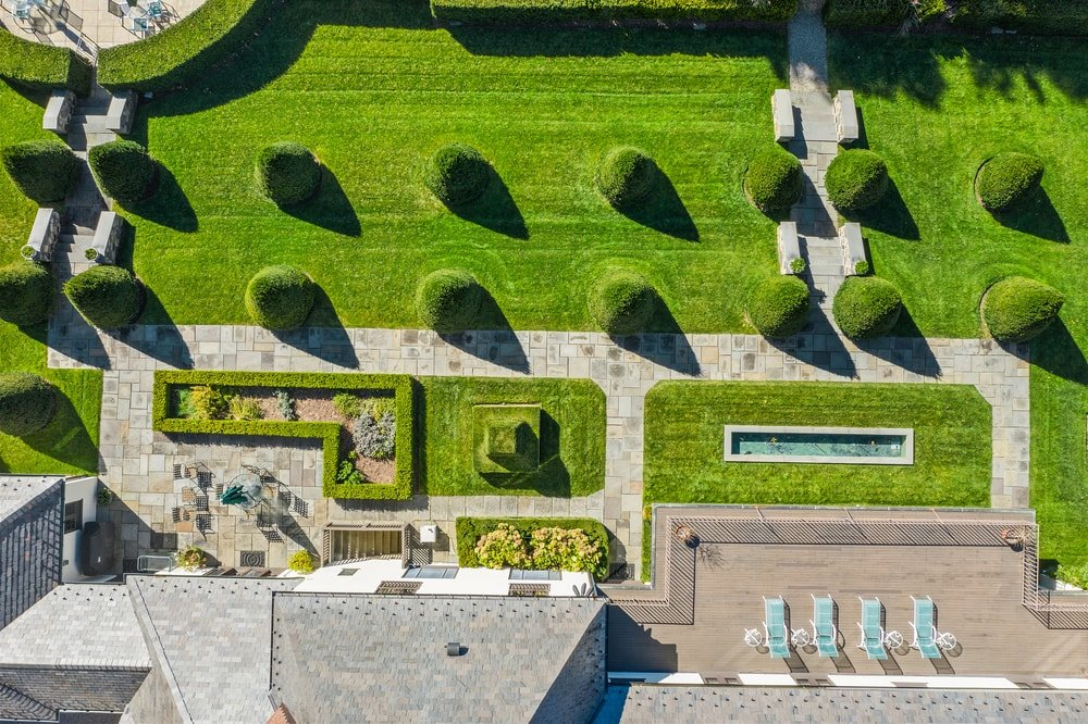 This is an aerial view of the back garden of the house that leads to the maze garden and the pool area. Image courtesy of Toptenrealestatedeals.com.