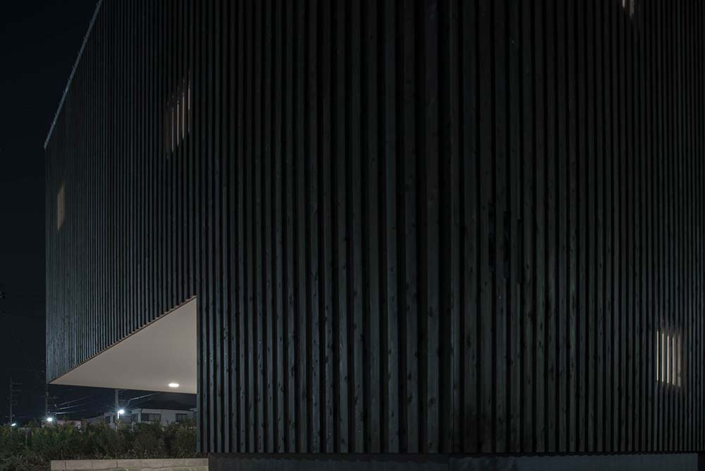 This is a close look at the striped patterns of the concrete exterior walls of the house.