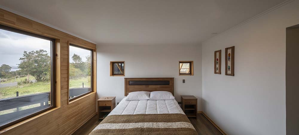 Aside from the large row of windows on the side of the bed, it also has a pair of small windows above its headboard.