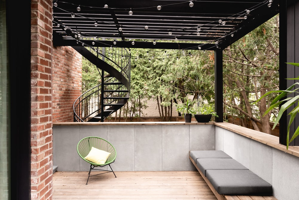 The house also has a balcony terrace topped with a set of trellises.