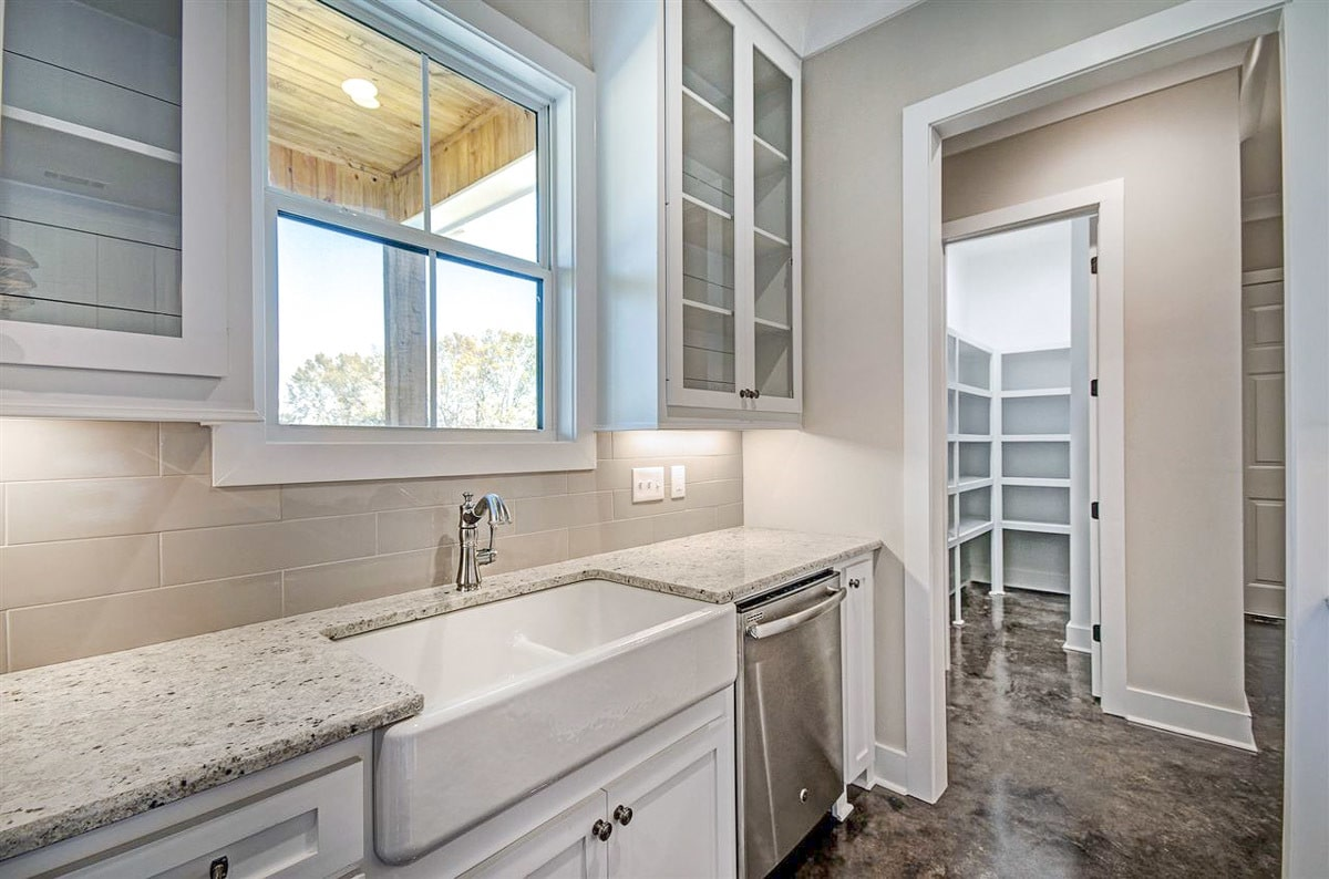The kitchen includes a farmhouse sink and a walk-in pantry.