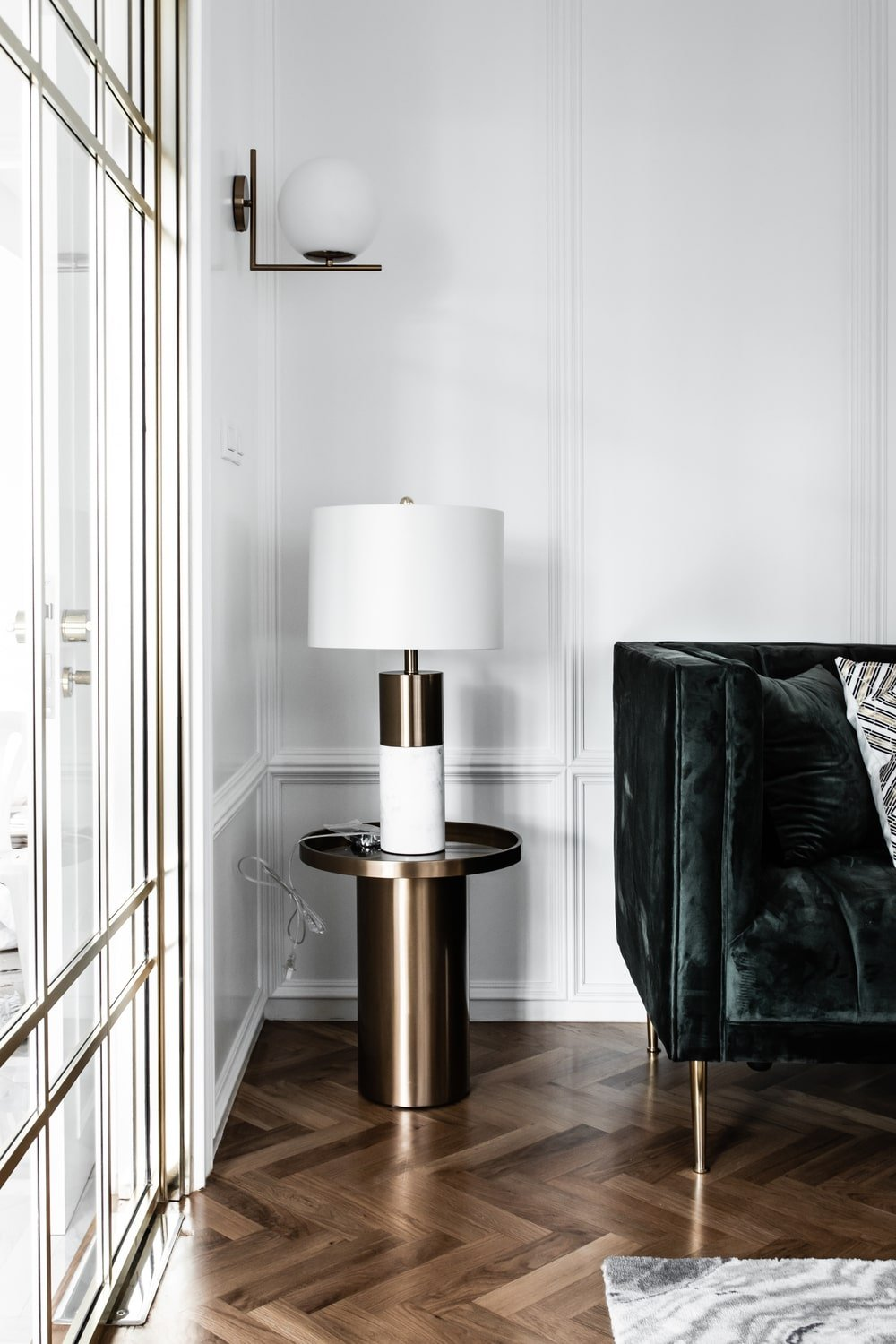 This is the other end table of the sofa that also supports a table lamp.