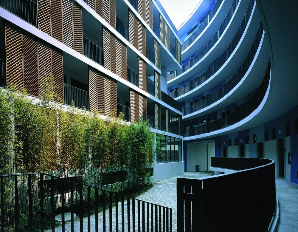 This is another view of the shrub hedges of the inner courtyard showcasing more of the curved structures and patterned panels.