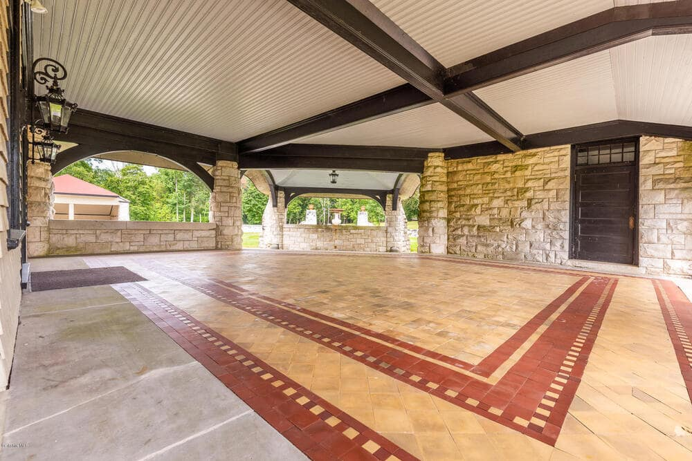 This is the covered entry of the house iwth a wide space enough for a large crowd. Image courtesy of Toptenrealestatedeals.com.