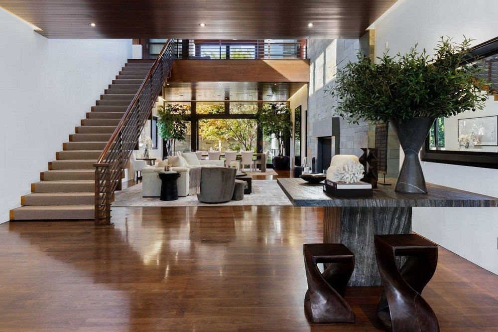 A few steps from the foyer is this center atrium that leads to the open area that houses the living room and dining area on the far side. Image courtesy of Toptenrealestatedeals.com.