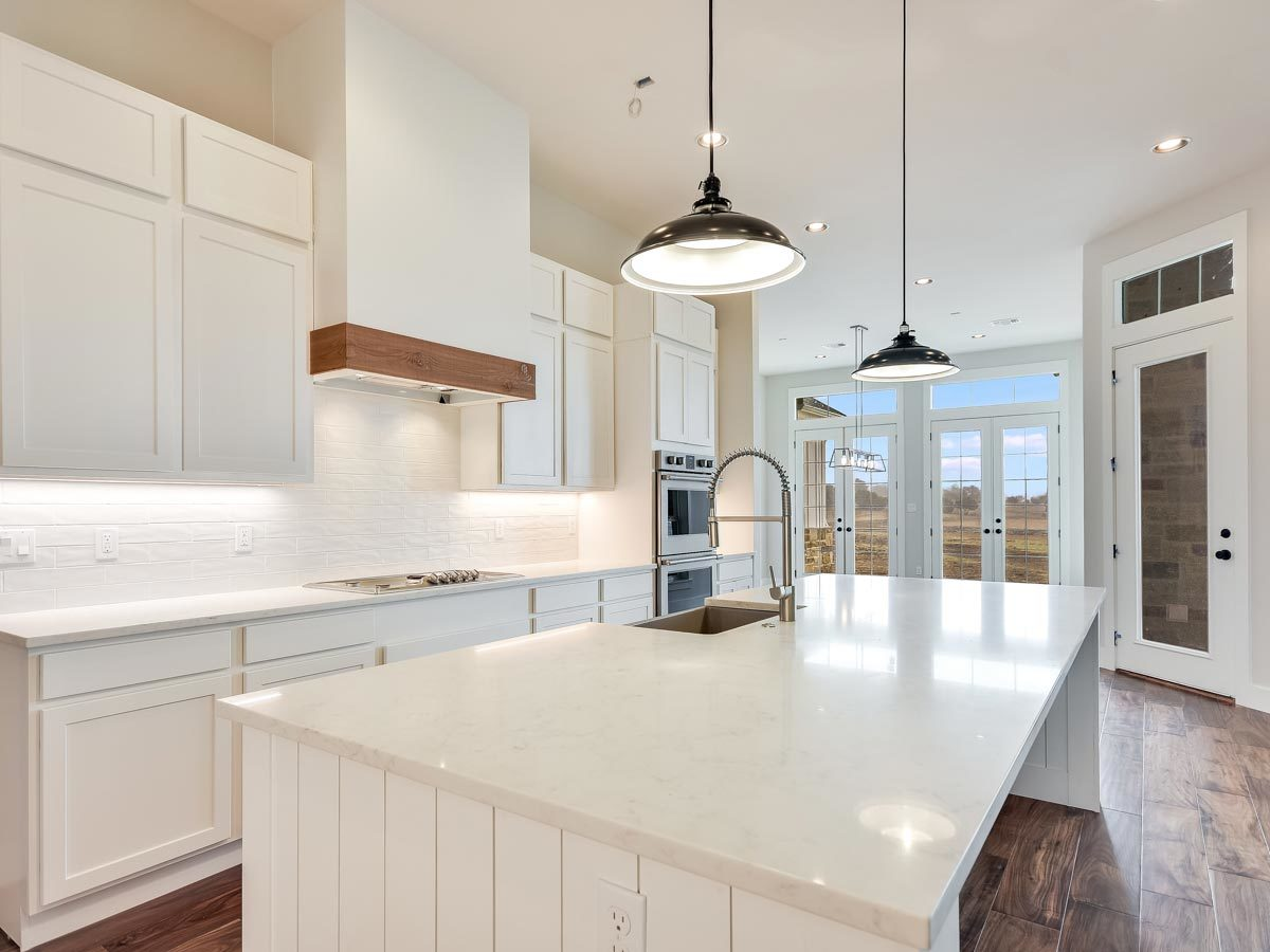 A closer look at the kitchen island fitted with a farmhouse sink.