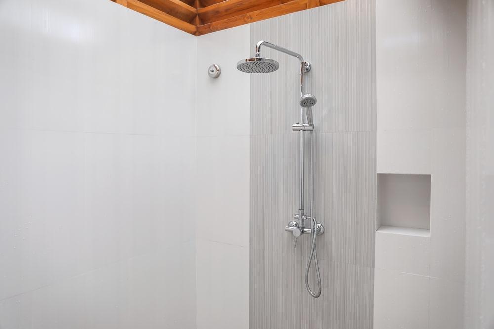Modern bathroom interior with chrome showerhead.