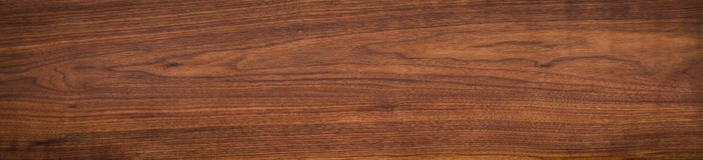 A close look at the English walnut wood grains.