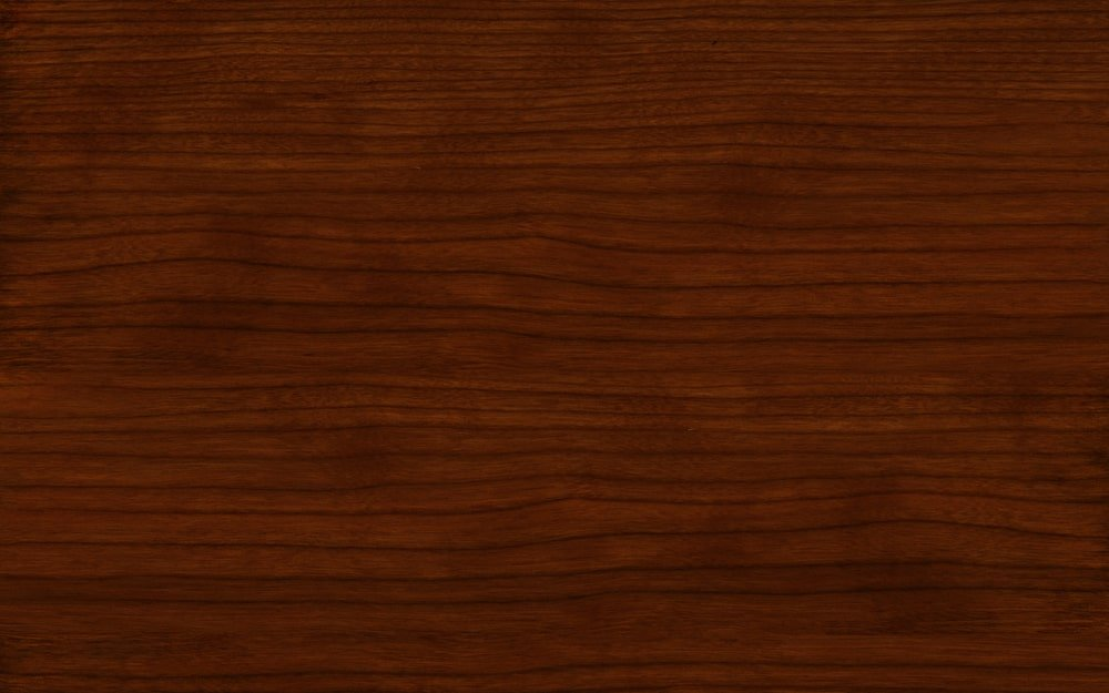 A close look at the American cherry wood grains.