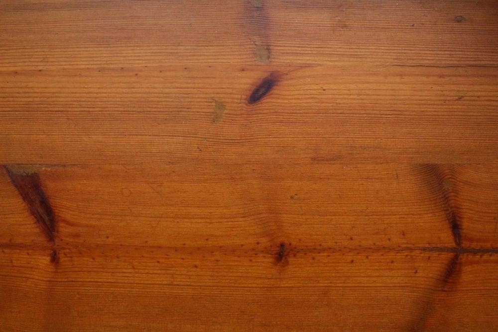 A close look at the Jeffrey Pine wood grains.