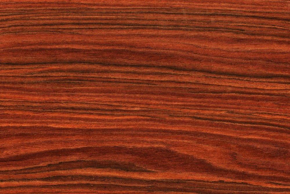 A close look at the Brazilian rosewood wood grains.