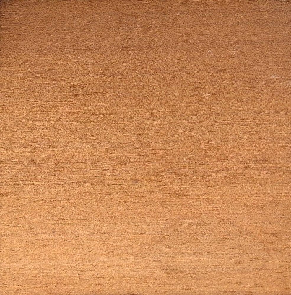 A close look at the makore wood grains.