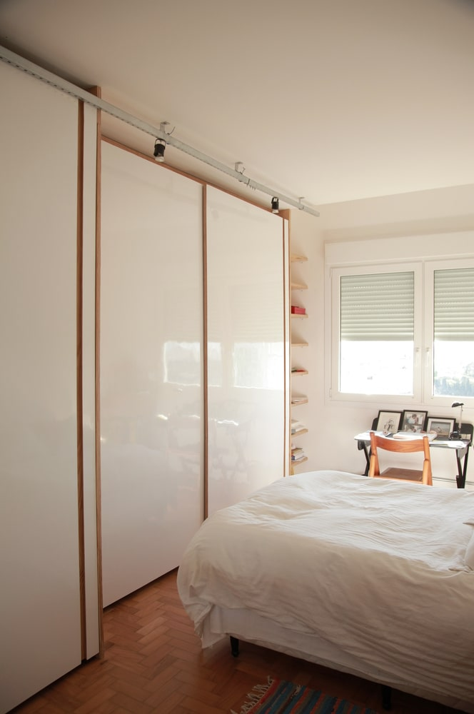 This is what the bedroom looks like when the natural lights are filtered by the white door.