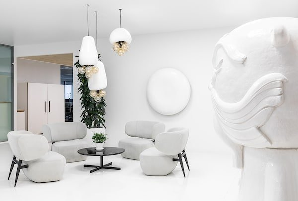 The chairs are then complemented by the surrounding wall-mounted white structures.