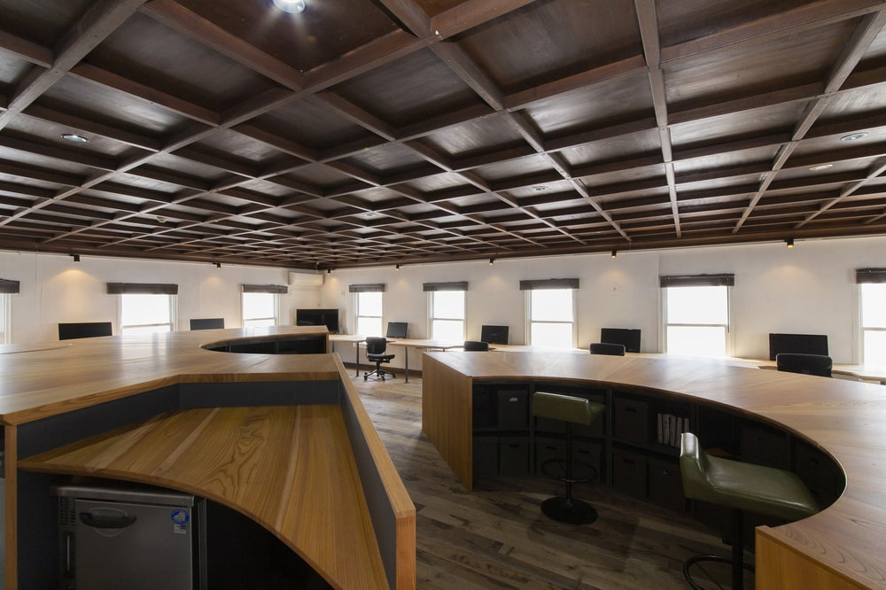 Here you can see that the structures are paired with stools that match the tone of the coffered wooden ceiling.