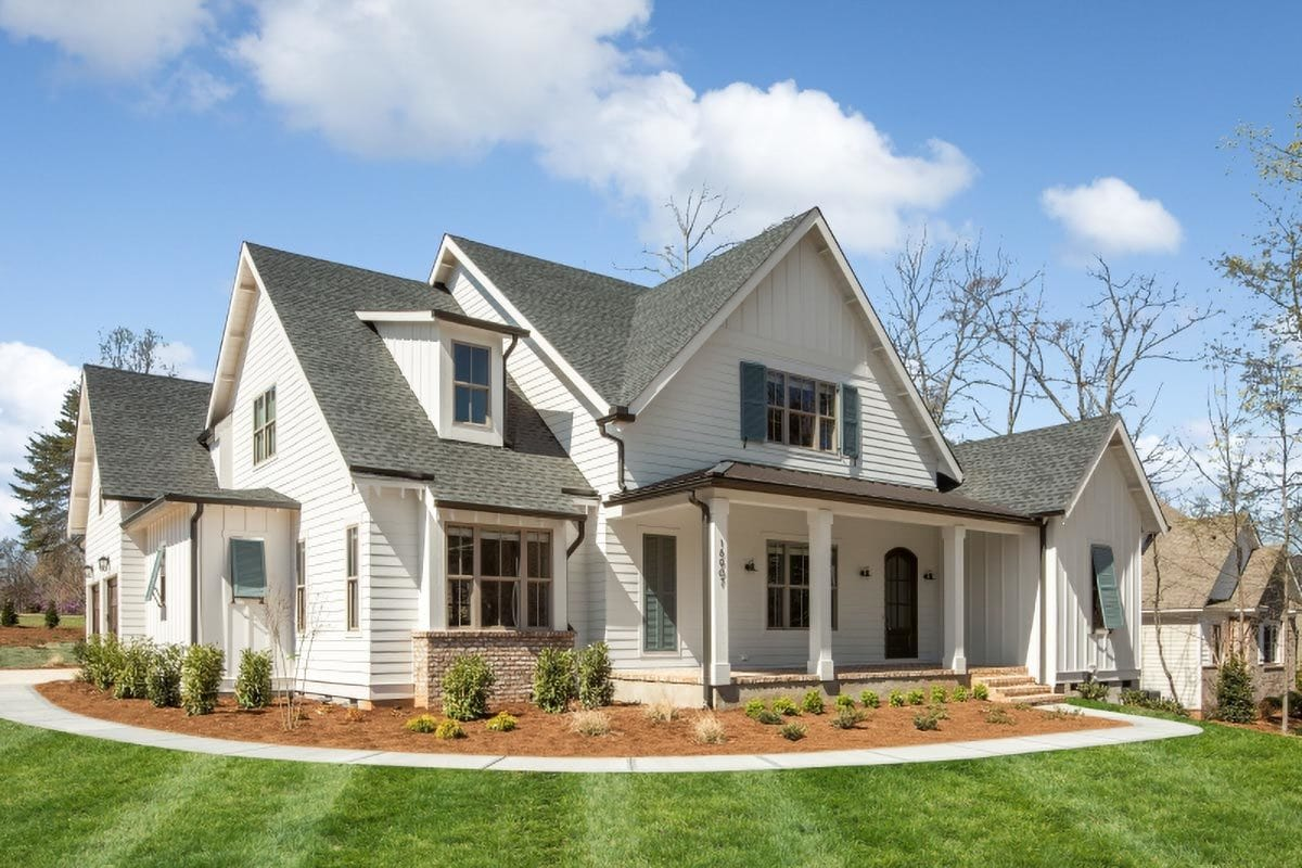 4-Bedroom Two-Story Modern Farmhouse with Large Bonus Room
