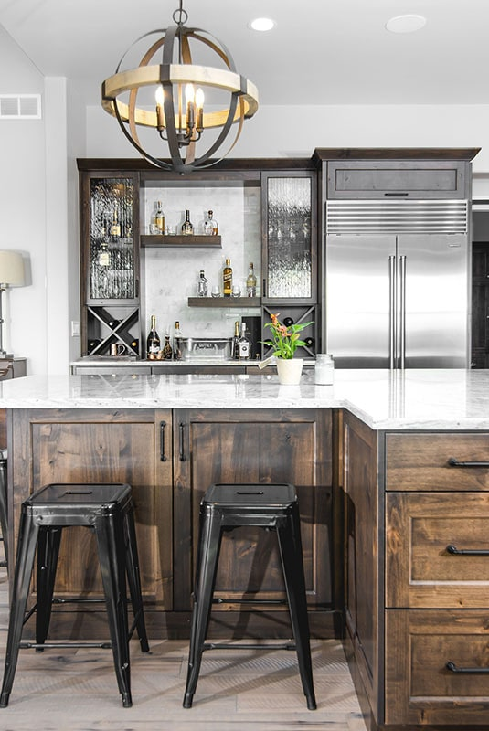 A couple of black bar stools complement the eating bar.