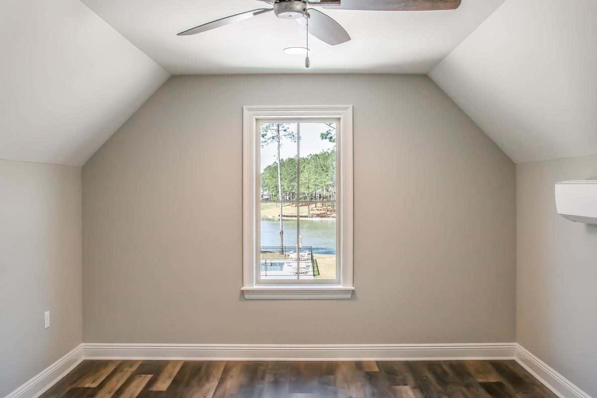 A small window at the back gives you a nice lake view.