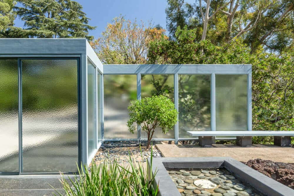 This is a close look at the zen garden that is enclosed with frosted glass panels that give the area a unique look. Image courtesy of Toptenrealestatedeals.com.