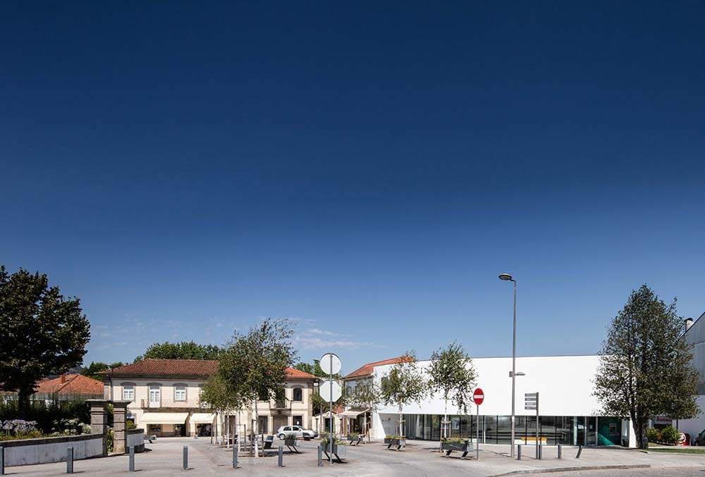 The bright white tone of the bank exterior walls make it stand out against the surrounding structures.