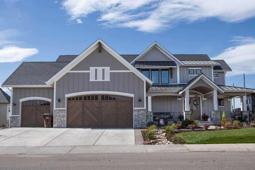 Two-Story 4-Bedroom New American Mountain Home with Balcony Loft and Wet Bar