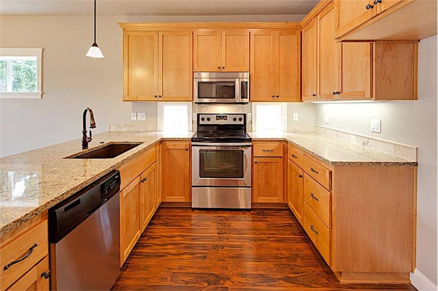 The kitchen includes stainless steel appliances, an undermount sink, and granite countertops.